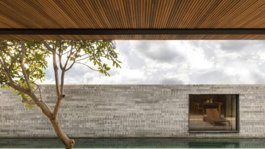 Casa Q04L63 by Brazilian firm mf+arquitetos